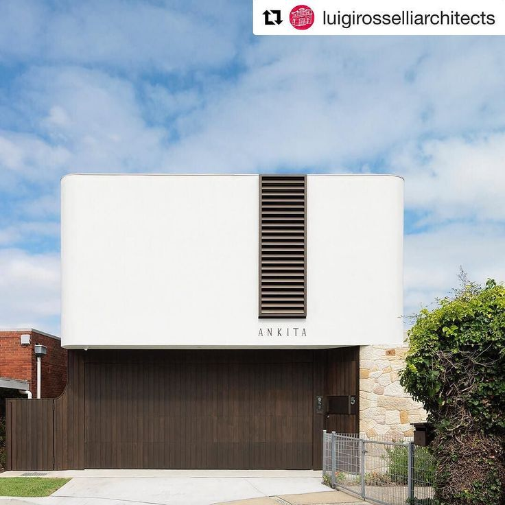#Repost @luigirosselliarchitects. The strikingly public yet intimately private face of the Cliff Top House. Construction by Building With Options | project #Architect @nao_nishi_ @Agramofcarl | @justinalexanderphoto #Sydney #Architecture #InstaArchitecture #ThrowbackThursday