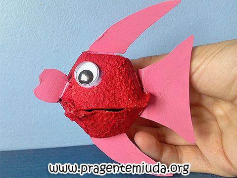 Peixinho feito com reciclagem de caixa de ovo   Pra Gente Miúda Mais