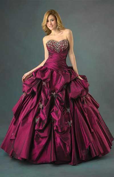 Tengo un vestido largo y rojo.