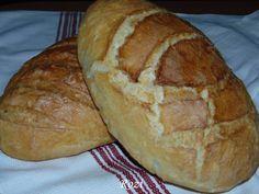 A felső kép a jénaiban sült, az alsó, sütőlemezen, sütőzacskóval letakarva És a két kenyér, darabonként 78 dkg, a recept alapján, ...