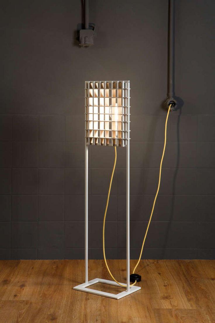 Li.Mod.Gri.F | d.Mod | FLOOR LAMP Column floor lamp. The light source is half hidden behind a plywood grid. Optional paint for the metal frame.