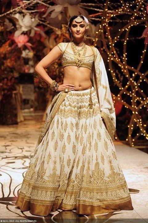 Sonam Kapoor walking for Rohit Bal at India Bridal Fashion Week (IBFW) 2013
