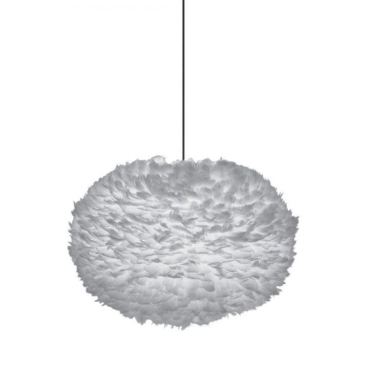 Suspension en plumes EOS - Gris - Ø45 cm - cable - Vita| Lumi-Design Grâce à sa jolie couleur grise, la suspension EOS d'un diamètre de 45 cm apportera de la douceur dans votre décoration intérieure. Une multitude de plumes d'oies viennent parcourir la totalité de ce luminaire design. Ainsi, la suspension deviendra un élément décoratif à part entière pour créer un espace cosy et chaleureux. C'est pour cela qu'elle se destine plus particulièrement à un salon ou une chambre à coucher.