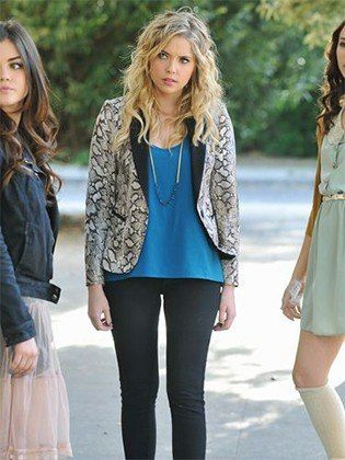 Cobalt and snakeskin // 100 Favorite Pretty Little Liars Outfits