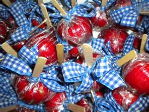 Wizard of Oz candy apples. . . too cute!