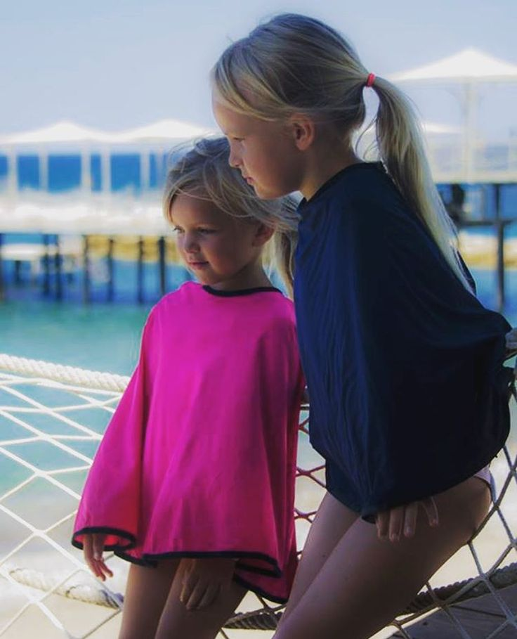 Ebba and Ellen in our Kekahi poncho Mini, here in #electricpink and #midnightblue. Will also be available in #carbonblack, #crispwhite and #lightgrey. ☀️