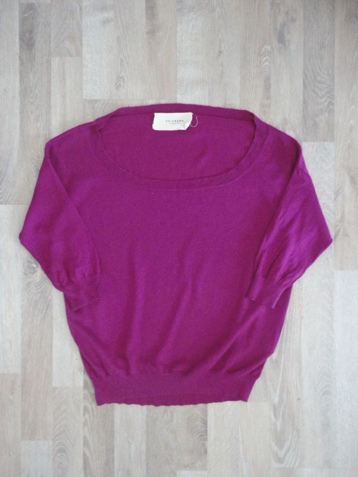 Sweater de lana violeta amplio, escote redondo, mangas 3/4 con frunces en la espalda #akiabara #PocoUso #ModaSustentable. Compra esta prenda en www.saveweb.com.ar!