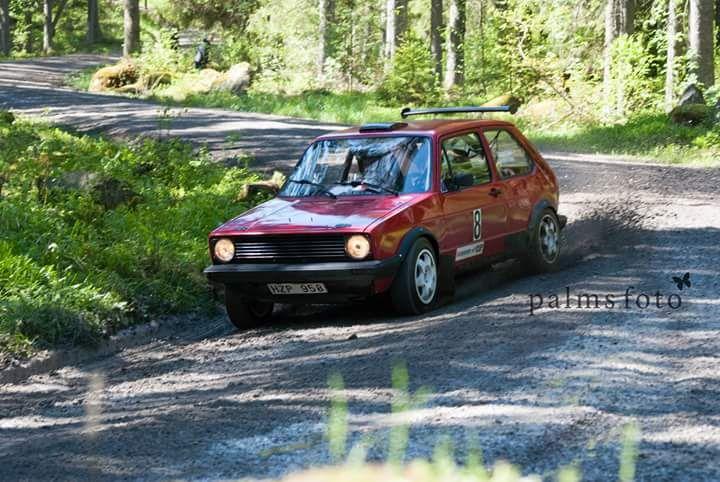 Rallybil, och tror det är Tornadoröd, lillalackeringspaketet.