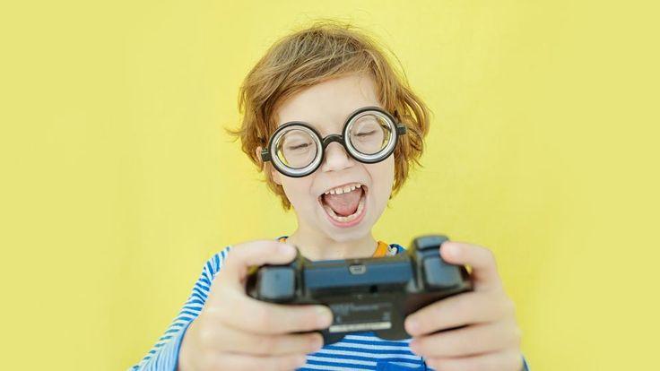 Hablamos con el psicólogo Héctor Fuster, autor de 'Nuestros hijos y sus videojuegos'