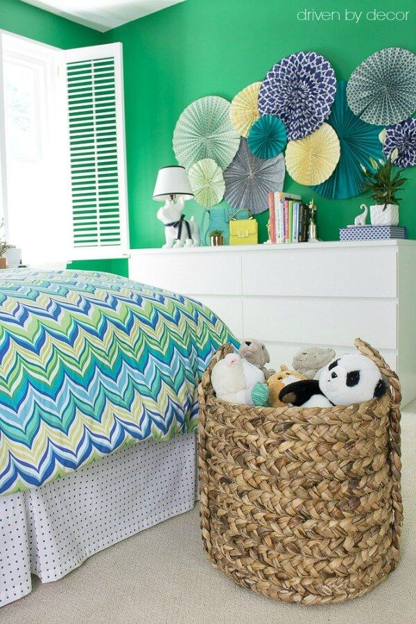 Woven+baskets+used+to+store+kids'+toys+and+stuffed+animals
