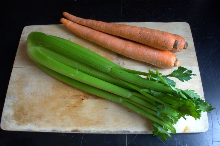 How to Freeze Raw Celery and Carrots.  So happy to see this can be done.  Lot's of celery and carrots in the garden this year!