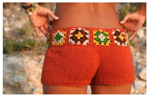 Love how it's a solid color with the granny square adding a nice contrast to it! I might have to give this idea a go!  Granny Square shorts..