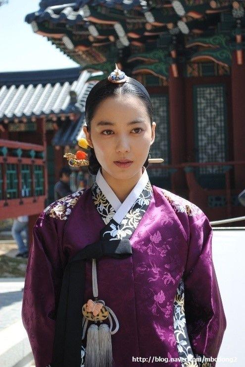 Dong Yi(Hangul:동이;hanja:同伊) is a 2010 South Korean historical television drama series, starringHan Hyo-joo,Ji Jin-hee,Lee So-yeonandBae Soo-bin.About the love story betweenKing Sukjong, it aired onMBC.