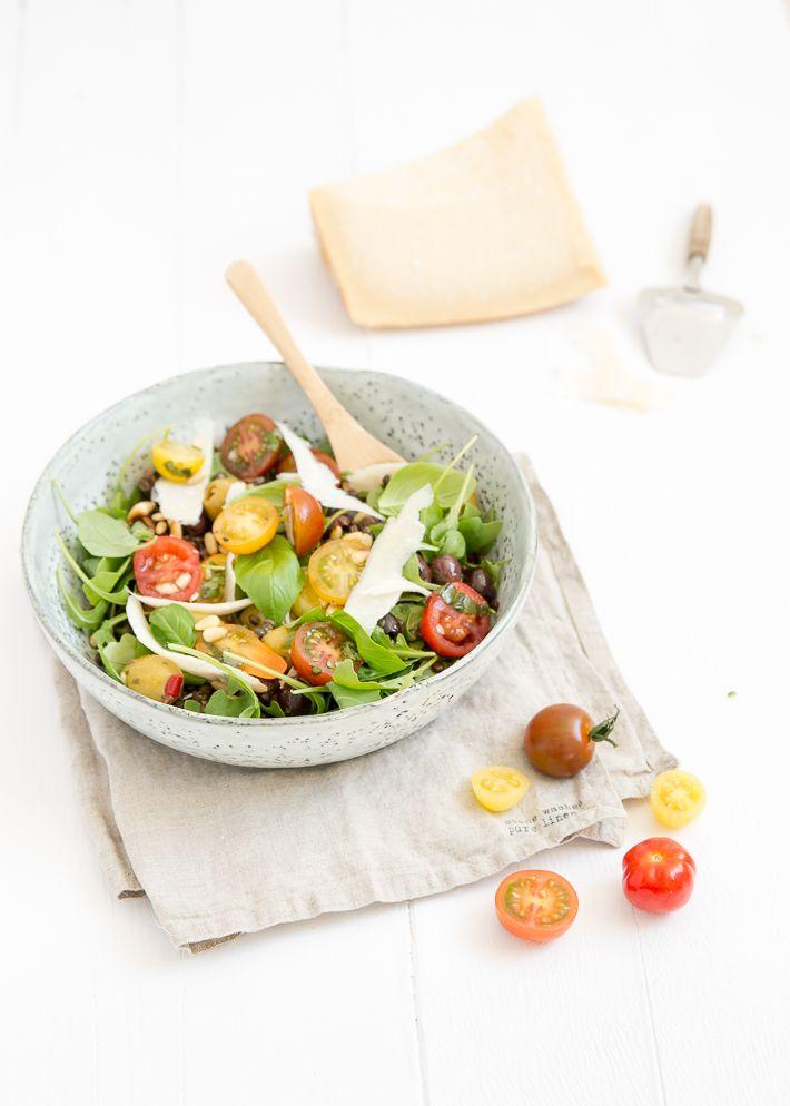 Lekker licht en voedzaam recept voor Italiaanse linzensalade met gemarineerde tomaten.