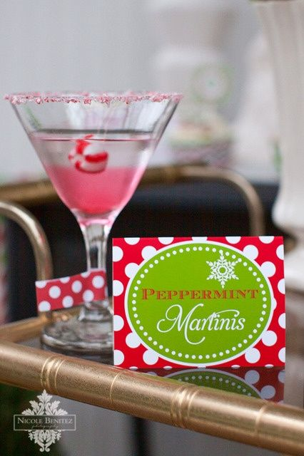 Peppermint Martini - 15 Fun Christmas Drinks #Christmas
