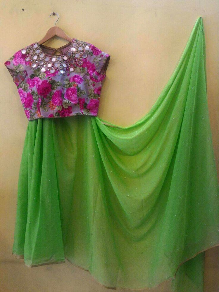 Desginer sarees with blouse Worldwide shipping available Order what'sapp 9573737490