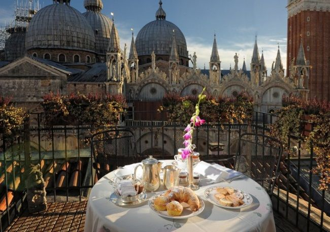 Which are the best three and four star hotels in Venice Italy? My name is Maria, I am from the Veneto and these are my picks.  I include only hotels which I can recommend with confidence.