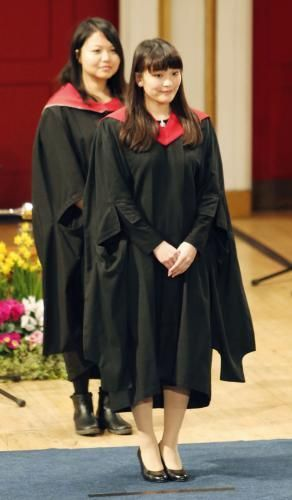 Princess Mako 1/21/16 イギリスのレスター大大学院にご留学中の秋篠宮眞子内親王殿下は、 約1年間の留学を終えて、今月29日に帰国されることになりました。 眞子内親王殿下は学生寮で暮らしながら、同大学院の博物館学研究科で、 1年間修士号取得を目指して学ばれ、間もなく大学院の課程を終えられます。 休日にはイギリス各地を回られ、英王室とも交流を深められたそうで、 「大変よい経験になりました」と、英国留学を振り返られております。 英国ではこれまで眞子内親王殿下のご留学に関する報道は控えられていたようで、 英インデペンデント紙は「2015年度のかくれんぼチャンピオン」と、 イギリス流のユーモアを交えて、殿下のご留学の事実を伝えています。記事を読んだ外国人からは、驚きの声が多数寄せられていました。