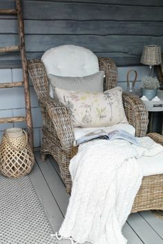 This looks heavenly and would make a nice spot in our guest room.