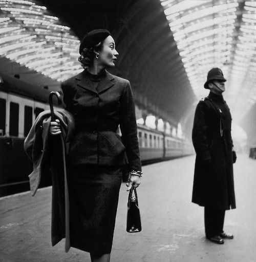 Paddington Station 1951    Photo: Toni Frissell