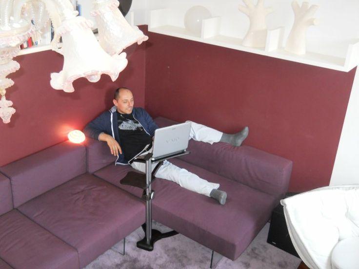 Lounge-wood Dark support a notebook in the  Appartamento Lago Venice (Rialto)