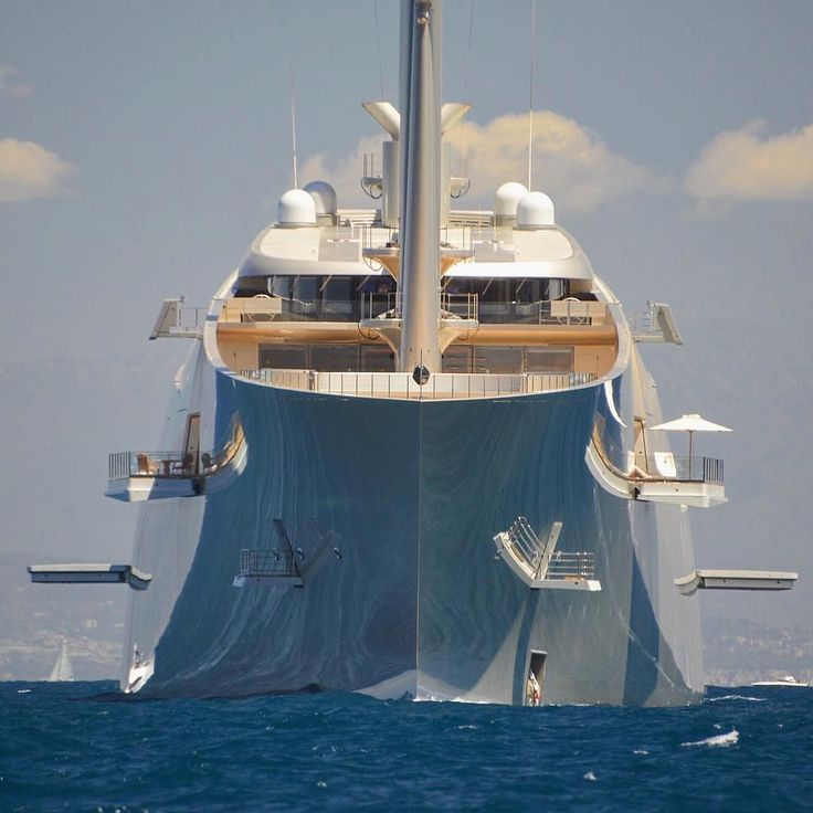 How many foldable balconies can you spot on the 142.8m S/Y A designed by Starck?