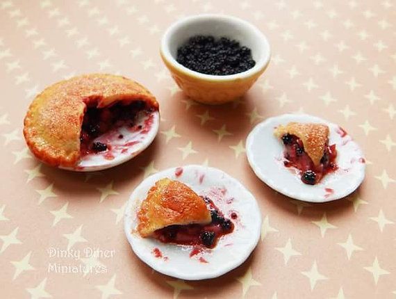 Blackberry And Apple Pie Set  Miniature 1:12 by DinkyDinerMinis