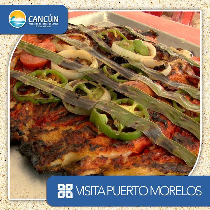 Este Miércoles, emprende la aventura hacia Puerto Morelos y deleita tu paladar con un delicioso pescado 'Tikin Xic', este platillo tiene sus raíces en el pasado Maya, resultado de la fusión de los sabores del nuevo y el viejo mundo formando parte de la más reconocida gastronomía de la Península de Yucatán.   A diferencia de otros platillos típicos, el 'Tikin Xic' se realiza a las brasas, con leña y cáscaras de coco, inmortalizando algunos de sus ingredientes en los escritos del 'Chilam…