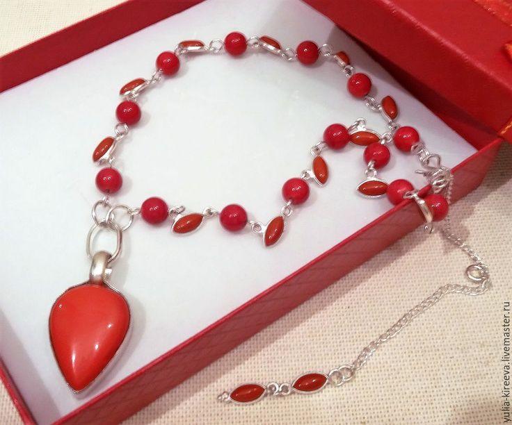 """Купить Коралловый чокер """"Любимец счастья"""" - ярко-красный, коралл красный, стильный аксессуар #коралловый #красный #стильныевещи #стильное #мода2017 #модаплюс #стильжизни #модастиль #стильномодномолодежно #стильныештучки #красота #украшение #ювелирнаябижутерия #fashion #style #stylish #love #me #cute #photooftheday #nails #hair #beauty #beautiful #pretty #swag #girl #model #dress #shoes #heels #styles #outfit #purse #jewelry #shopping #glam #red #coral"""