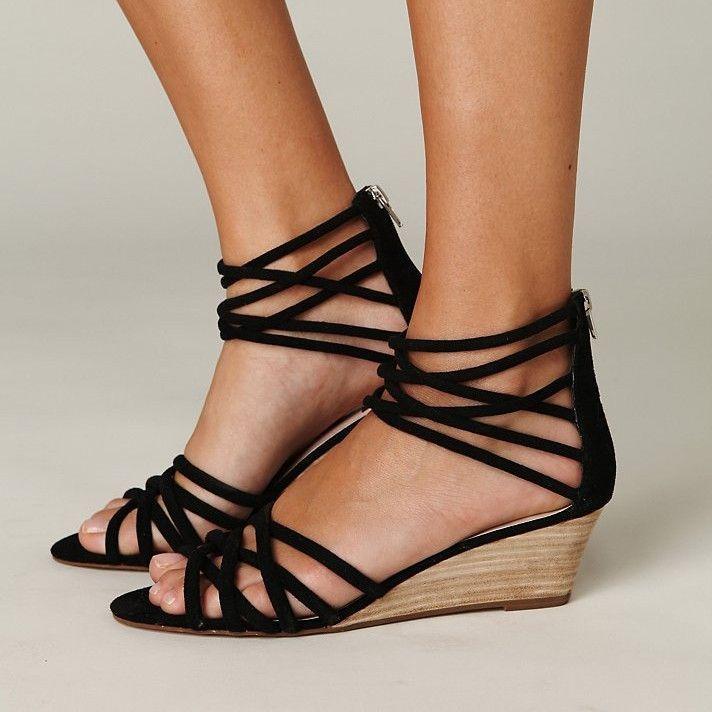 Damen Sandalen mit schwarzen Riemchen und Keilabsatz
