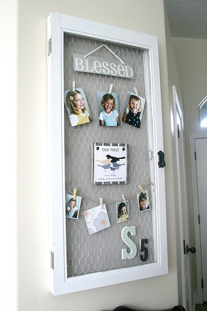 Love this chicken wire picture frame! Love the idea of changing out the kids' school pictures each year
