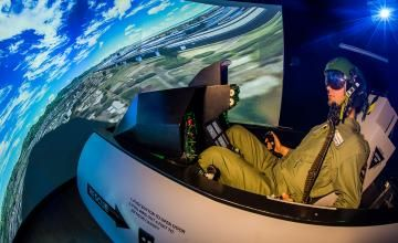 Flugsimulator Frankfurt - F16 Kampfjet - Wer mal Lust auf ein spannendes Event im Raum Frankfurt hat, kann diesen F-16 Flugsimulator mieten und dort eine unvergessliche Stunde erleben.