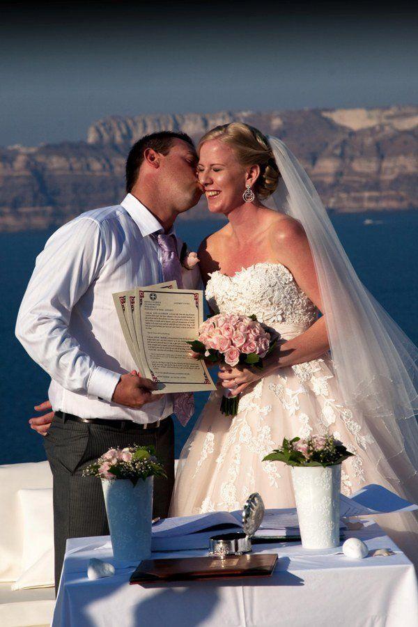 #lovweddings #destinationweddings #santorini #santorini #caldera #packagewedding www.santoriniweddingsbylov.com