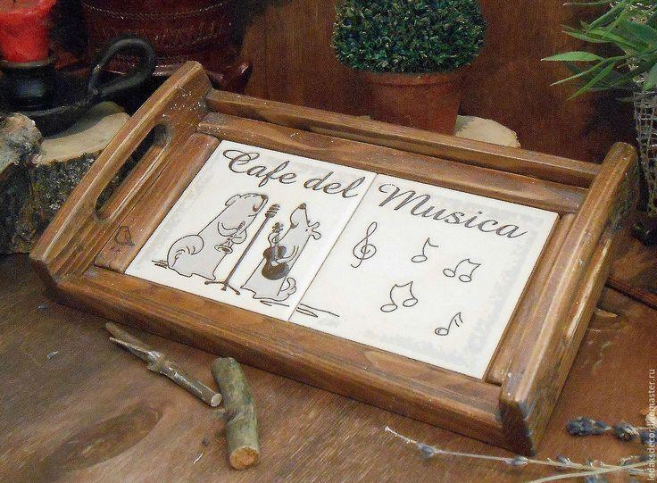 """Купить Поднос для кухни """"Музыкальное кафе""""(дерево,керамика) - коричневый, поднос, поднос для завтрака, поднос деревянный"""