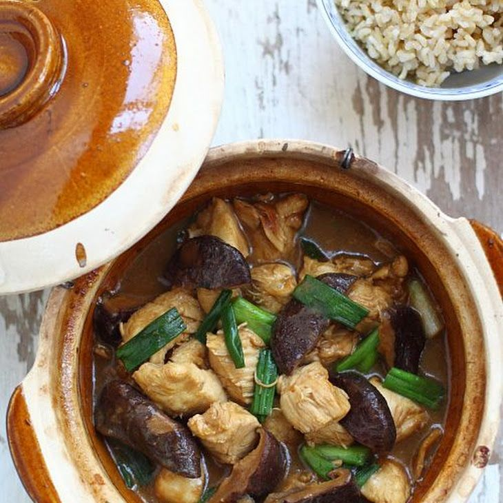 Clay Pot Chicken with Mushroom Recipe Main Dishes with boneless chicken breast, dried shiitake mushrooms, oil, ginger, water, scallions, salt, Shaoxing wine, corn starch, soy sauce, oyster sauce, Shaoxing wine, sesame oil, white pepper, dark soy sauce