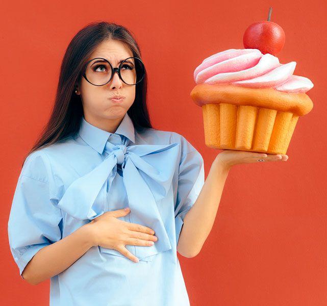 Σε όλους μας έχει συμβεί να θέλουμε να φάμε κι άλλο, ενώ στην πραγματικότητα το φαγητό που έχουμε καταναλώσει μέχρι εκείνη τη στιγμή είναι αρκετό για να έχουμε χορτάσει. Για να μην αναρωτιέσαι τι σου συμβαίνει, να ξέρεις ότι υπάρχει επιστημονική εξήγηση για την υπερβολική κατανάλωση φαγητού. #φούσκωμα