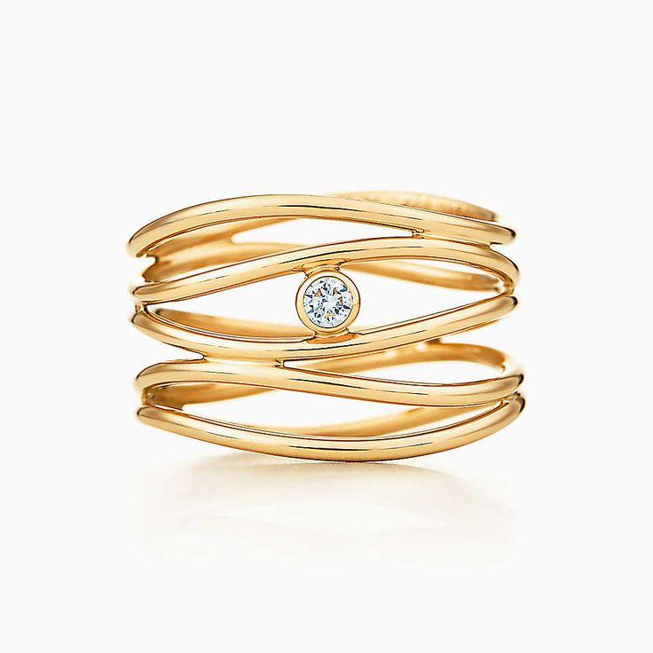 Anello Wave Elsa Peretti® a cinque cerchi con diamante in oro 18k.