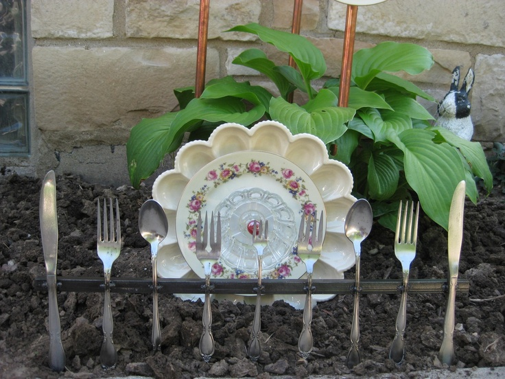 Vintage silverware metal fence garden art - Personalized garden fences ideas as cute and creative yard border ...