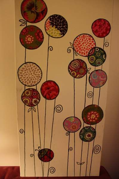cadres avec des ronds faits dans des chutes de tissus + tiges au marqueur