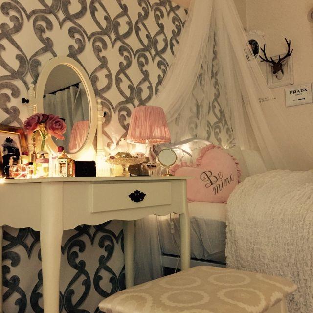 Fujicoさんの、ベッド周り,IKEA,コスメ,ベッドルーム,ドレッサー,ホワイトインテリア,天蓋,壁紙,プリンセス,coucou,クロス,シャビーシック,メイクコーナー,テーブルライト,フライングタイガー,ピンク♡,フライングタイガーコペンハーゲン,オードリー•ヘップバーン,フェアリーライト,francefrance,クロス貼り,海外インテリアに憧れて,ホワイト大好き,国産壁紙,達成感♪( ´▽`),海外インテリアみたいに,のお部屋写真
