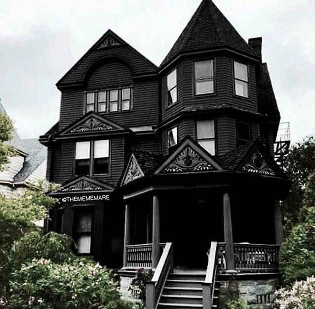 Pin By Jeri Mcguire On Dreamy Homes In 2019 Gothic House