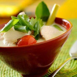Tom Khaa Gai (sopa de frango e leite de coco tailandês)