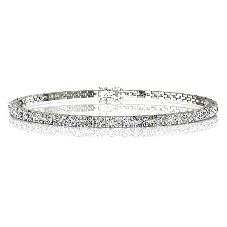 """Bracelet rivière diamant 3 carats or blanc Cobee  Cobee, charmante rivière diamant de 3 carats.  Fabriquée dans nos ateliers, et montée entièrement à la main, ce bracelet diamant peut être réalisé en or palladié, blanc, jaune ou rose 18 carats. Avec son système de double fermeture, il est parfaitement sécurisé. Chaque diamant est serti de 4 griffes, avec une monture révolutionnaire """"touche-touche"""" qui assure une ligne visuelle de diamants éclatante.  Ce bracelet rivière diamant est constitué…"""