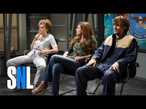 Kate McKinnon has Everyone Breaking Character and Laughing on this SNL Skit | Dummies of the Year