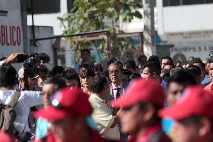 PUEBLA, Pue., (apro).- Rosa Icela Ojeda Rivera, esposa del gobernador interino de Guerrero, Rogelio Ortega Martínez, acusó hoy al personal de logística del gobierno de Puebla de discriminarla al sa...