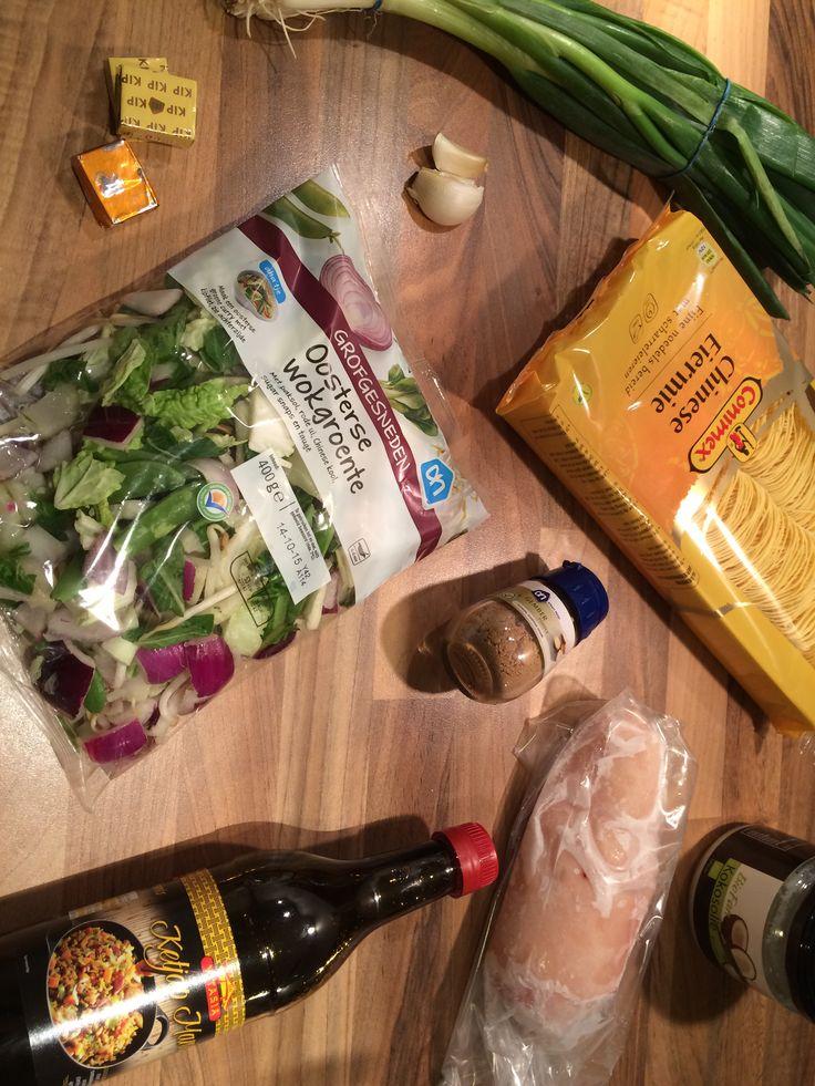 Toevoegen aan mijn receptenBen je opzoek naar een snel, lekker en gemakkelijk recept? Probeer deze Oosterse soep met kip en noedels dan eens uit. In maar 20 minuten is dit gerecht klaar en hij smaakt heerlijk! Ideaal voor drukke dagen. Benieuwd naar meer Oosterse gerechten? Kijk dan eens bij onze Aziatische recepten.