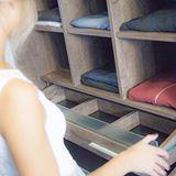 Te ayudamos a diseñar tu espacio 💫 | Nuestras líneas de vestidores y placards están pensadas no sólo para maximizar los lugares de guardado, sino también para darle una estética única al espacio.⠀ Encontrá más info en nuestra web (link en el perfil).⠀ .⠀ #dwell #elplacerdehabitar #interiors#interior #interiordesign #kitchendesign#placard #vestidor #casa #house#design #dwellcocinas #diseño #vestidor #vestidores