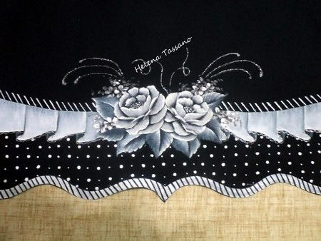 Barrado pintado no tecido preto