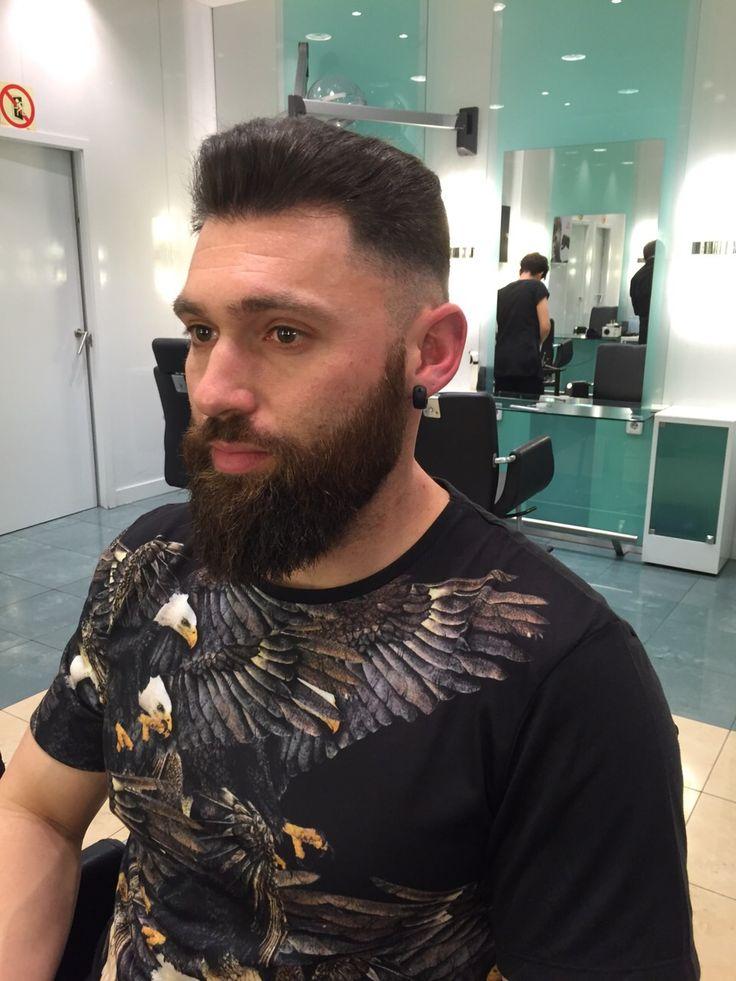 corte de pelo y barba estilo hipster