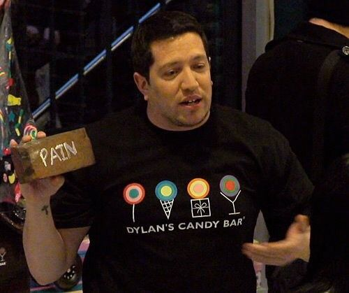 Dylan's Candy Bar 🍭  episode was so funny. The guys with the kid. OMG! When I saw Sal and a kid. Like yes please. And then changing the kid for Q. I almost died.